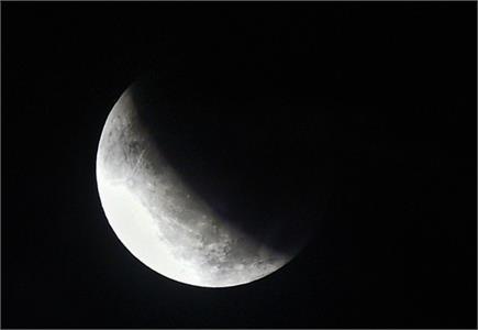 दुनियाभर में चंद्रग्रहण पर दिखा कुछ ऐसा नजारा, गवाह बने कई लोग