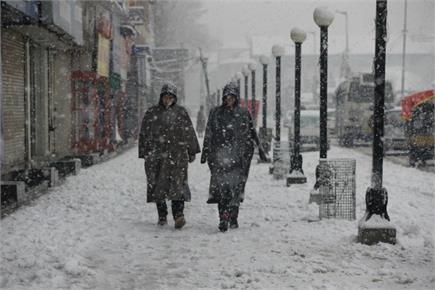 श्रीनगर बर्फ की सफेद चादर की आगोश में, सामान्य जनजीवन अस्त-व्यस्त