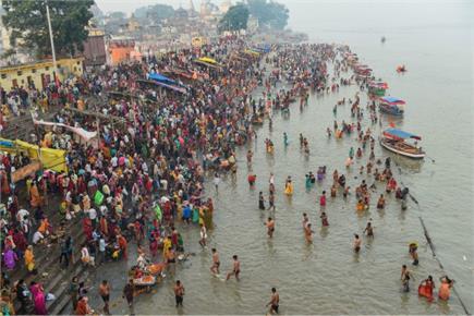 कार्तिक पूर्णिमा पर श्रद्धालुओं ने गंगा और सरयू नदी में लगाई आस्था की...