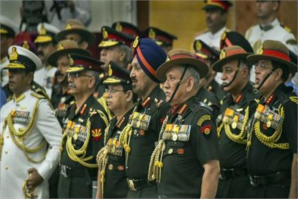 राष्ट्रपति ने सेना के रणबांकुरों को वीरता और विशिष्ट सेवा पुरस्कारों...