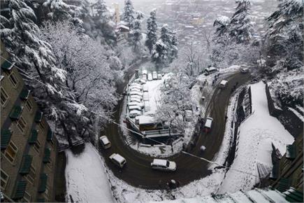 भारी बर्फबारी की खूबसूरत तस्वीरें, जाम हुए रास्ते