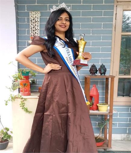 अपने दम पर हिमाचल की बेटी बनी मिसेज इंडिया की सहविजेता (PICS)