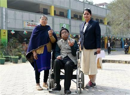 दिल्ली विधानसभा चुनाव: Youth से ज्यादा वोट देने में आगे रहे senior...