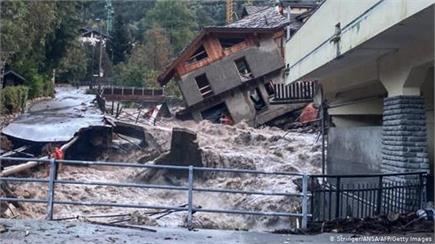 फ्रांस में 12 घंटे में एक साल के बराबर बारिश, कई लोग लापता व सैंकड़ों...