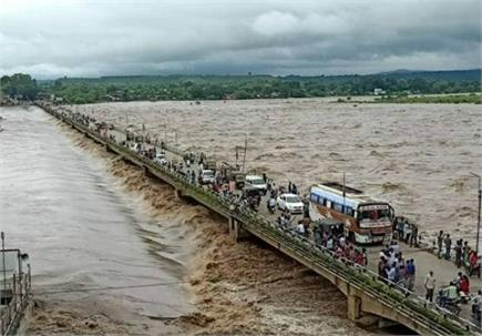 मध्य प्रदेश में भारी बारिश- डूबे पुल, तालाब बने घर