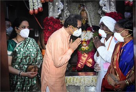'आषाढ़ी एकादशी' : उद्धव ठाकरे ने परिवार संग की भगवान विट्ठल और देवी...