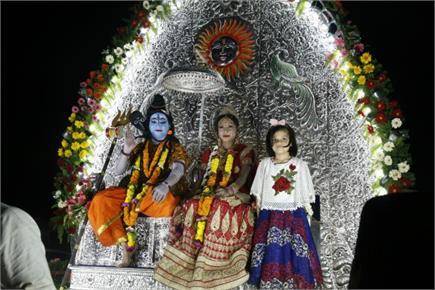 दुर्गा पूजा की धूम, दशहरे से पहले निकली शोभायात्रा