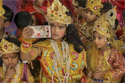 दिवाली की तैयारियां जोरों पर, झांकियों ने मोहा सबका मन