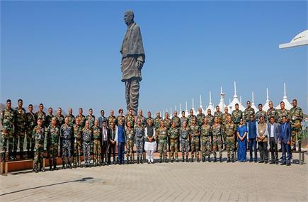 टॉप सैन्य कमांडरों का गुजरात में बड़ा सम्मेलन, राजनाथ सिंह भी हुए...