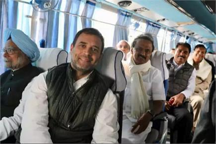 राहुल गांधी की बस में सवार हुआ पूरा महागठबंधन