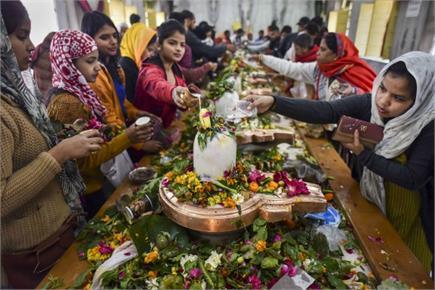 देशभर में महाशिवरात्रि पर्व की धूम, मंदिरों में गूंजा हर-हर महादेव