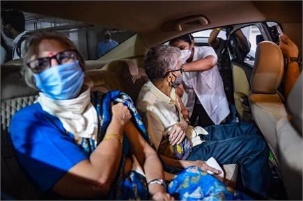 मुंबई में खुला देश का पहला 'ड्राइव इन वैक्सीनेशन सेंटर'