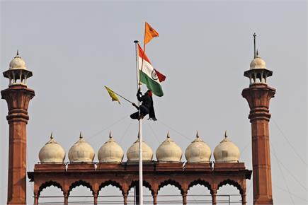 दिल्ली उपद्रव:  देखें लाल किले की कभी ना भूलने वाली तस्वीरें