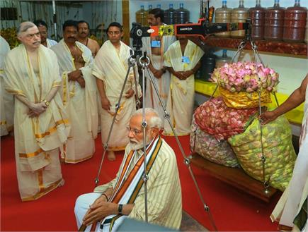 गुरुवायूर श्री कृष्ण मंदिर में PM मोदी ने की विशेष पूजा-अर्चना, 112Kg...
