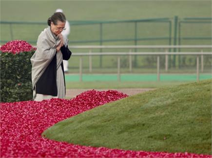पंडित जवाहरलाल नेहरू की 130वीं जयंती: श्रद्धांजलि देने शांतिवन पहुंचे...