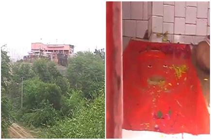 500 सालों से रहस्य बना बीहड़ का ये मंदिर, यहां हनुमान जी खाते हैं लड्डू