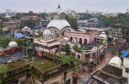 कोलकाता: कोरोना लॉकडाउन में मिली ढील, कालीघाट काली मंदिर में दर्शन...