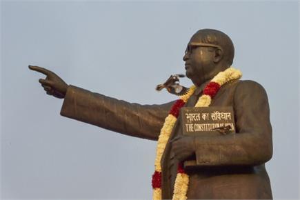 संविधान निर्माता बाबा साहेब आंबेडकर की पुण्यतिथि पर श्रद्धांजलि देने...