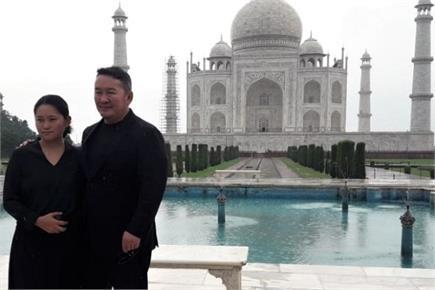 बारिश के बीच मंगोलिया के राष्ट्रपति ने किया ताज का दीदार