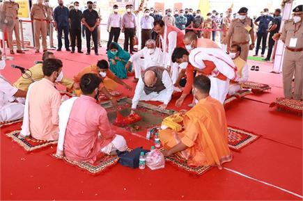 UP दौरे पर अमित शाह, विंध्याचल में विंध्यवासिनी मंदिर में की पूजा