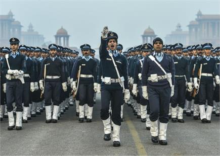 गणतंत्र दिवस की तैयारियां जोरों पर, परेड की रिहर्सल करते हुए जवान