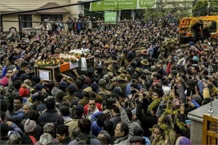 कश्मीर में सेना का सर्च ऑप्रेशन, सैन्य सम्मान के साथ पुलवामा हमले के...
