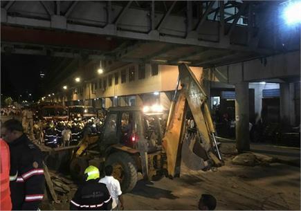 मुंबई फुटओवर ब्रिज हादसे के बाद की तस्वीरें