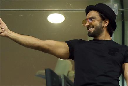 CSK vs SRH मैच देखने पहुंचे रणवीर सिंह