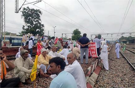 Rail Roko Andolan: उत्तर रेलवे की 60 से ज्यादा ट्रेनें प्रभावित,...