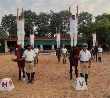 योग दिवस पर बीएसफ के जवानों ने अनोख ढंग से किया योग, देखें तस्वीरें
