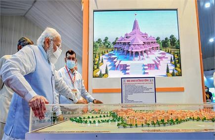 लखनऊ पहुंचे पीएम मोदी, देखा राम मंदिर का मॉडल