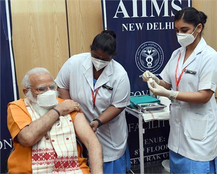 कोरोना के खिलाफ टीकाकरण अभियान में बढ़-चढ़कर हिस्सा ले रहा भारत