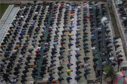सादगी से भरी जिंदगी जीना, तुमको सिखाता है रमजान का महीना