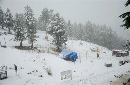 दिल्ली में बारिश ने प्रदूषण से दिलाई राहत, पहाड़ों पर हुई बर्फबारी