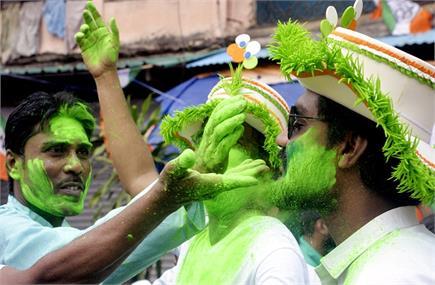 बंगाल: भवानीपुर सीट से जीती ममता बनर्जी, खेला होबे पर झूमे TMC...
