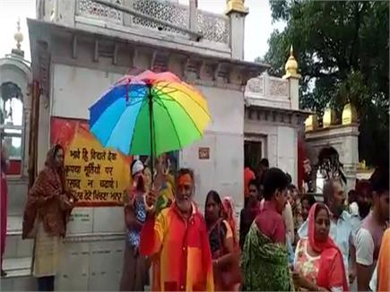 नयना देवी में जमकर बरसे मेघ, धुंध और ठंडी हवाओं का लुत्फ उठा रहे...