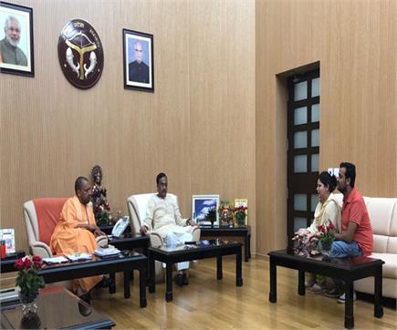 विवेक तिवारी की पत्नी ने CM योगी से की मुलाकात, बोली- सरकार के प्रति...