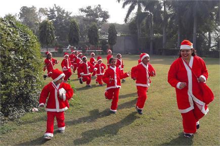 क्रिसमस पर कुछ यूं नजर आए हरियाणा में सांता...