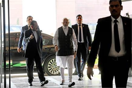 कोरोना वायरस पर PM मोदी ने की संसदीय बैठक, मास्क लगाकर पहुंचे...