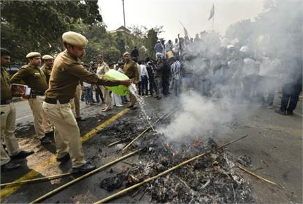 महाराष्ट्र की सियासत पर दिल्ली में हंगामा,Indian Youth Congress ने...