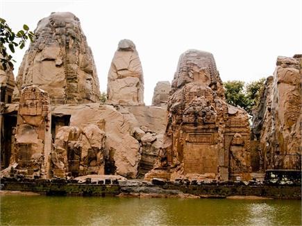 एक ही पत्थर की चट्टान से बने इस मंदिर का पांडवों ने करवाया था...