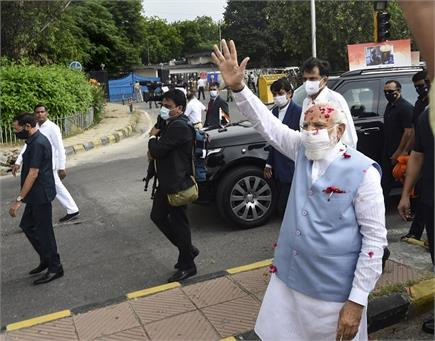 अमेरिका से लौटे PM मोदी का एयरपोर्ट पर ग्रैंड वेलकम