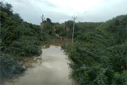 इटावा में चंबल लाल निशान के पार, निचले इलाकों में भरा पानी