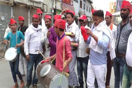 नूरपुर में जीत के बाद PM के काशी में सपाईयों ने मनाया जश्न