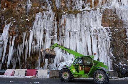 स्पेन में बर्फबारी ने तोड़ा 50 साल का रिकाॅर्ड, 5 लोगों की मौत (देखें...