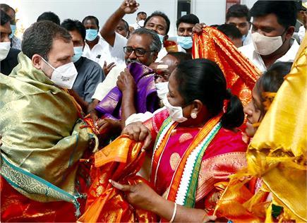 सियासी उथल पुथल के बीच राहुल गांधी ने किया पुडुचेरी का दौरा