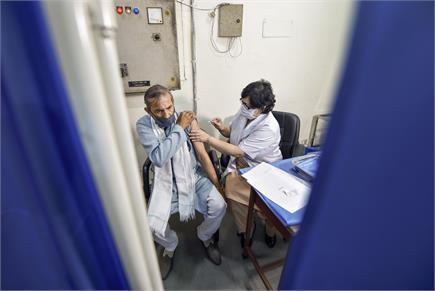 कोरोना पर एक और प्रहार,  देंखें टीकाकरण के दूसरे चरण की खास  तस्वीरें