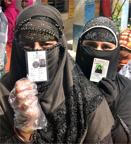आरोप-प्रत्यरोप और हिंसा के बीच भी बंगाल के मतदाताओं में दिखा जबरदस्त...