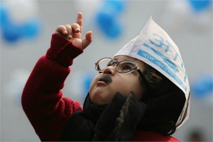 Delhi Result: AAP में जश्न, सुर्खियों में जूनियर मफलर मैन...फरवरी में...