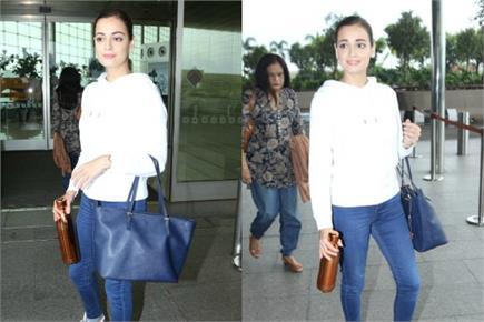 सिंपल लुक में एयरपोर्ट पर दिखीं दीया मिर्जा, कुछ समय पहले ही तोड़ा...